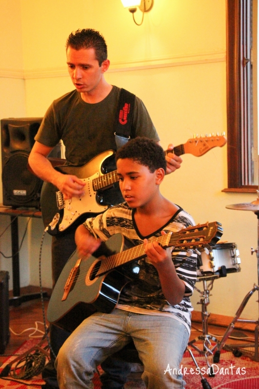 Onde Achar Aulas de Guitarra em Brasilândia - Escola de Guitarra