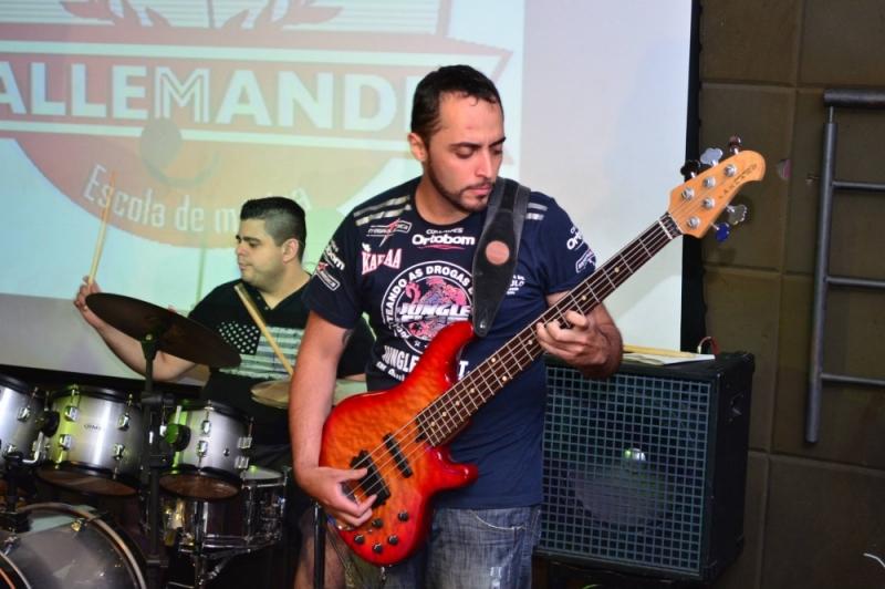 Qual o Preço de Aula de Guitarra Profissional em Santana - Quanto Custa Aula de Guitarra