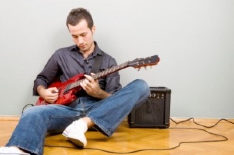Qual o Valor Aula de Guitarra no Jardim São Paulo - Aula de Guitarra em Santana