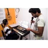 Aula de canto na Vila Maria