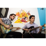 Aula de guitarra no Mandaqui