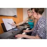 Aula de teclado avançado na Vila Gustavo