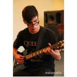 Aulas de guitarra na Vila Gustavo