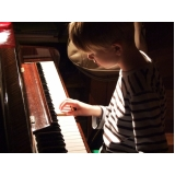 Aula de piano iniciante