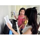 aula de piano infantil