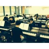 escola de piano com coral infantil