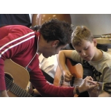 Valor de uma Aula de violão em Brasilândia